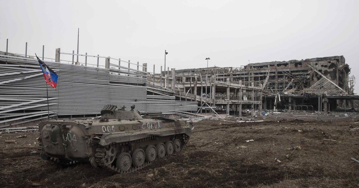 Всего за несколько месяцев современный донецкий аэропорт превратился в руины. @ Reuters