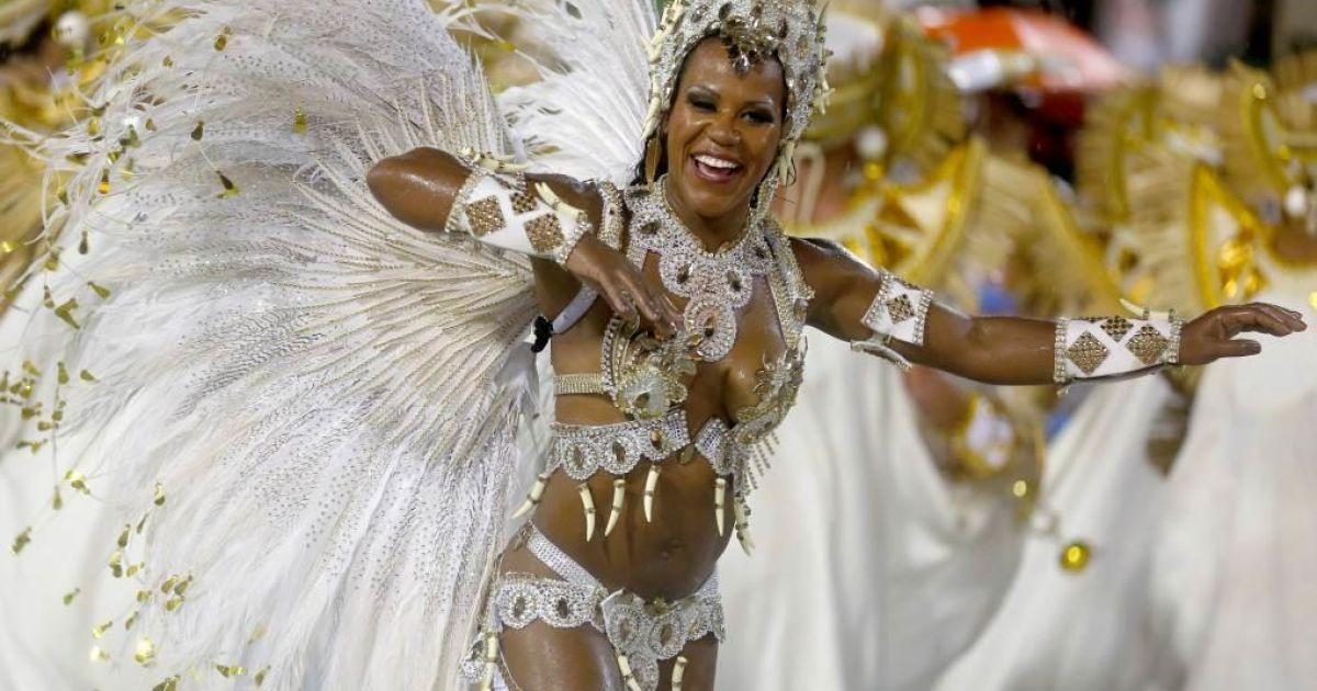 народе, фото участниц бразильского карнавала одежды