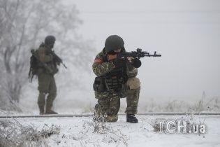 Боевики захватили в плен группу украинских военных - Минобороны