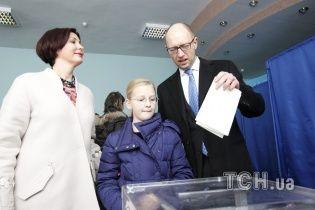 ЦВК опрацювала 75,92% протоколів: партія Яценюка вирвалася вперед на 50 тисяч голосів