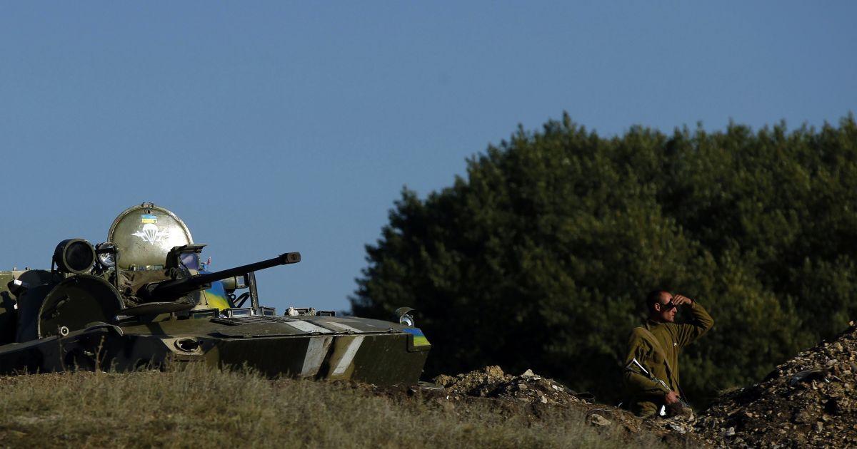 Военные защищают государство, а в мирные часы ведут простую будничную жизнь @ Reuters