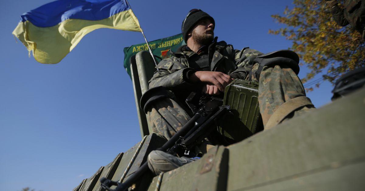 Над Кримським замайорів прапор України (ілюстрація) @ Reuters