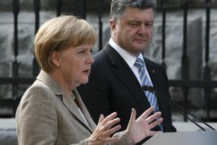 Порошенко і Меркель поговорили про погіршення ситуації на Донбасі та розпуск Ради