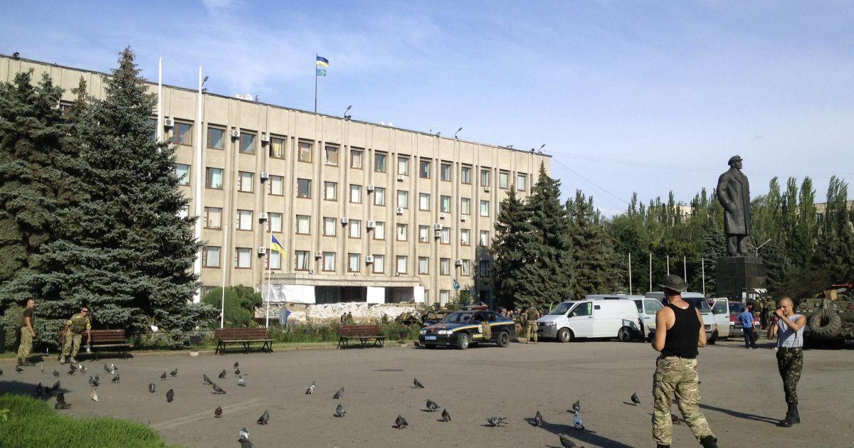 Над міськрадою Слов'янська замайорів український прапор. @ Reuters