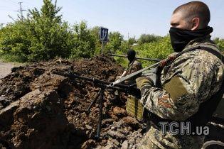 Под Лисичанском уже четыре часа идут ожесточенные бои Нацгвардии с боевиками, взорван мост