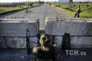 В Славянске террористы запаслись противогазами и занесли в СБУ ящики с неизвестным веществом