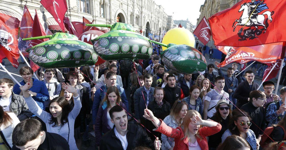 """В Москве состоялся """"воинственный"""" Первомай с привкусом СССР @ Reuters"""