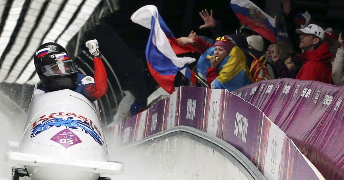 Бобслейна команда Росія 1 лідирує після першої сесії заїздів @ Reuters