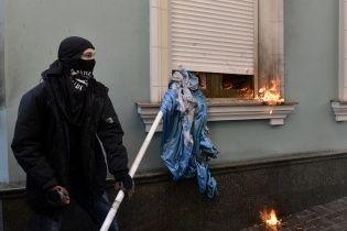 В Украине ночью массово поджигали офисы политических партий