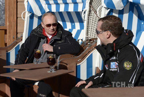 Путін і Мєдвєдєв покатались на лижах_10