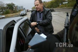 """Озброєні бойовики """"віджали"""" готельно-ресторанний комплекс та 10 автівок у Донецьку"""