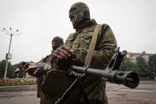 Після семигодинного бою терористи захопили військову частину в Донецьку