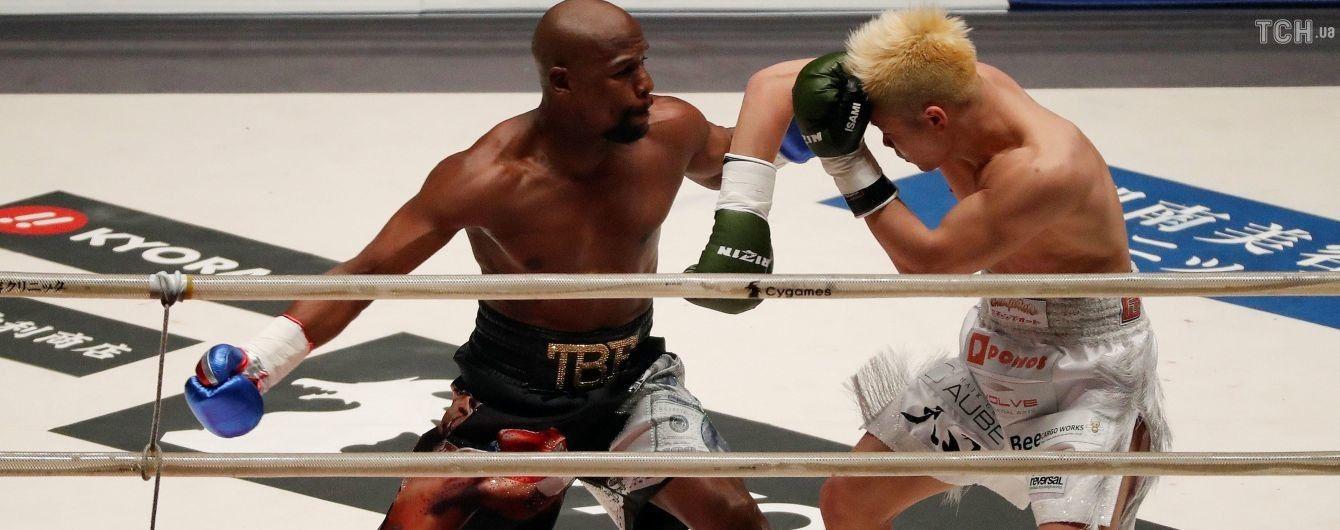 Мейвезер эффектно нокаутировал японца в первом раунде выставочного поединка