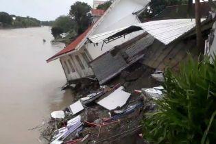 На Філіппінах руйнівний шторм вбив десятки людей