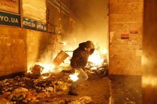 Дом профсоюзов охвачен большим огнем, люди хотят прыгать из окон