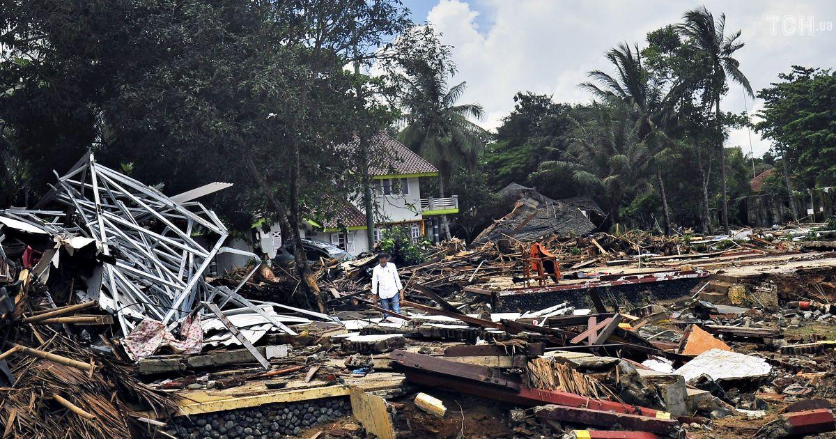 Самый смертоносный год в Индонезии: как мощное цунами оставило после себя сотни жертв и сплошные руины