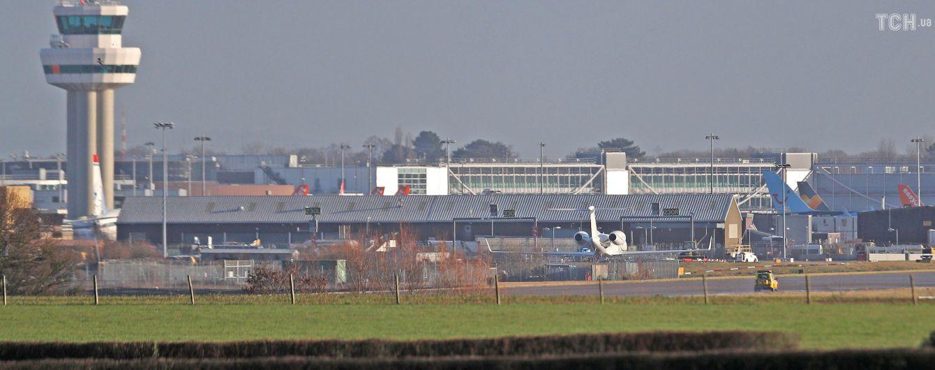 """Британська поліція відпустила двох підозрюваних у запуску дронів над аеропортом """"Ґатвік"""""""