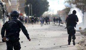 У Тунісі спалахнули вуличні протести з сутичками після самоспалення журналіста