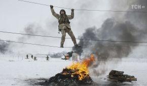"""Крізь сніг та вогонь: Reuters показало, як у """"Десні"""" проходять навчальні збори резервістів"""
