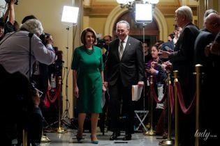 В зеленій сукні-футлярі і на шпильках: стильний вихід 78-річного політика Ненсі Пелосі