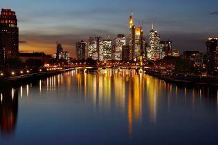 Праздничный коллапс в одном из крупнейших авиахабов мира: тысячи пассажиров не смогли вылететь из Франкфурта