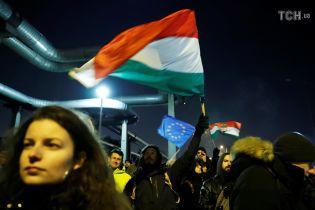 Тысячи венгров требовали независимости СМИ