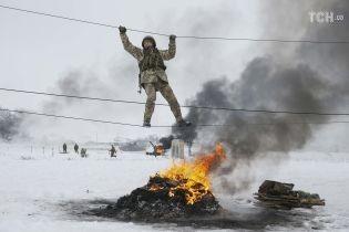 """Сквозь снег и огонь: Reuters показало, как в """"Десне"""" проходят учебные сборы резервистов"""