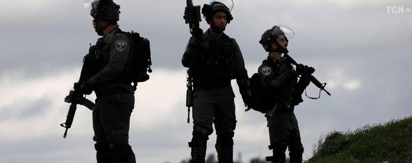 Палестинец обстрелял автобусную остановку в Израиле, есть жертвы