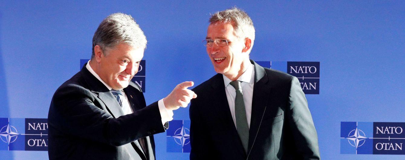 Во время встречи в Брюсселе Порошенко передал генсеку НАТО список причастных к агрессии в Керчи россиян