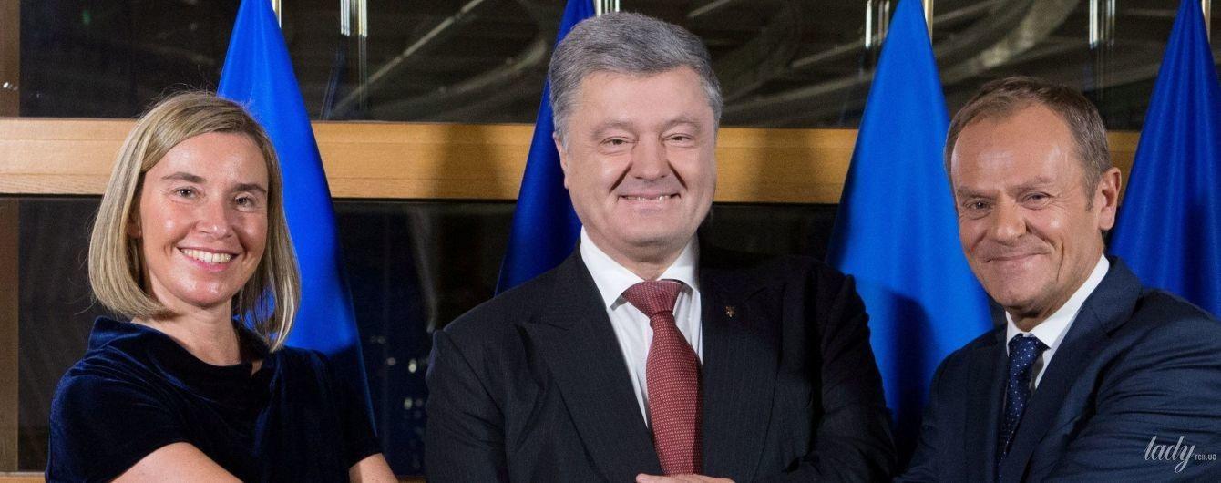 В оксамитовій сукні і з червоним манікюром: глава дипломатії ЄС Могеріні на зустрічі з Порошенком