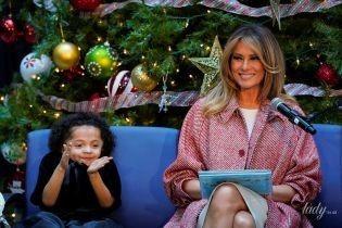 В полосатых туфлях и с новой прической: Мелания Трамп прочитала детям сказку