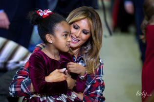 В клетчатом жакете с поясом: стильная Мелания Трамп встретилась с детьми