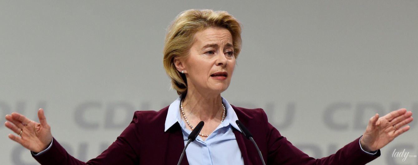 В улюбленій сорочці та бордовому жакеті: міністр оборони Німеччини на з'їзді партії