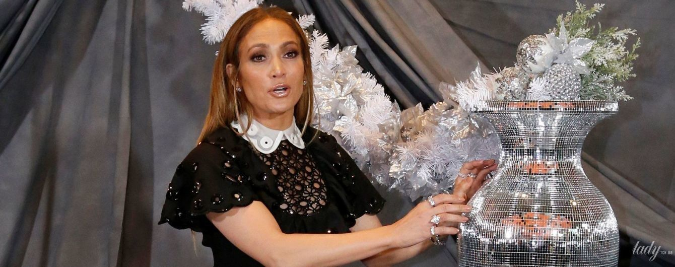 В ажурній міні-сукні і ботфортах: Дженніфер Лопес в ефектному образі прийшла на прем'єру фільму