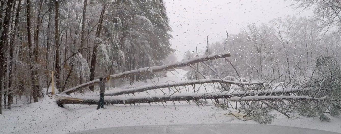 Один погибший и сотни тысяч людей без света: в США бушует зимний шторм