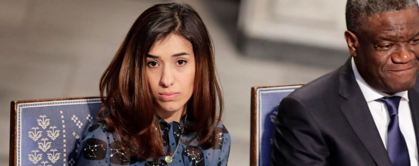 В платье с принтом созвездий: Надя Мурад в красивом образе получила Нобелевскую премию