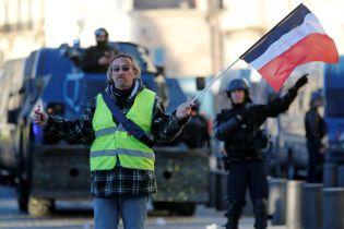 Кремлевские боты дезинформировали пользователей Twitter о протестах во Франции - Bloomberg