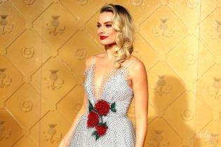 У грайливій сукні з глибоким декольте: Марго Роббі на прем'єрі фільму в Лондоні
