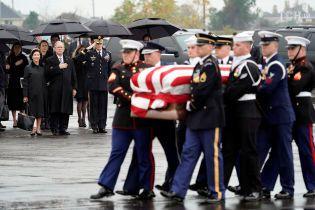 Без офіціозу: Джорджа Буша-старшого поховали в Техасі