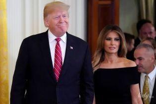 С открытыми плечами и в тесных туфлях: Мелания Трамп на праздновании Хануки