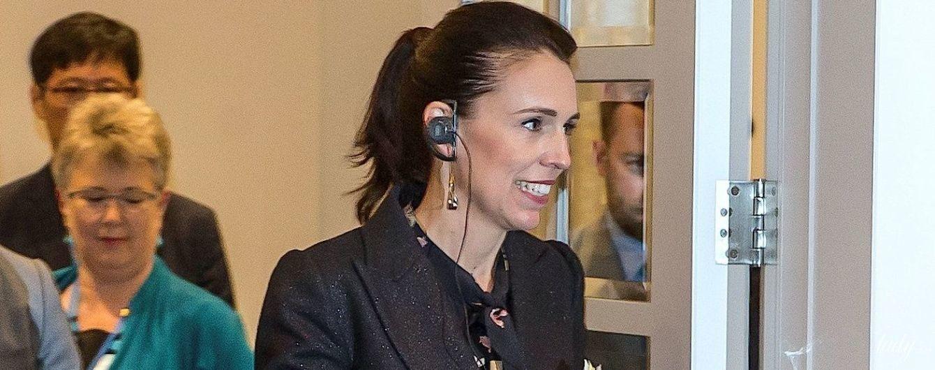 В платье с цветочным принтом: премьер-министр Новой Зеландии на саммите в Окленде