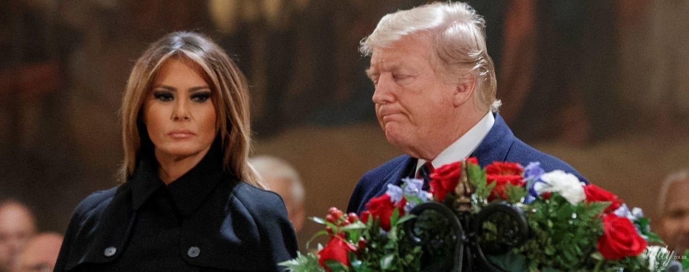 У стильному кейп-пальті і з насиченим макіяжем: Меланія Трамп на похороні Буша