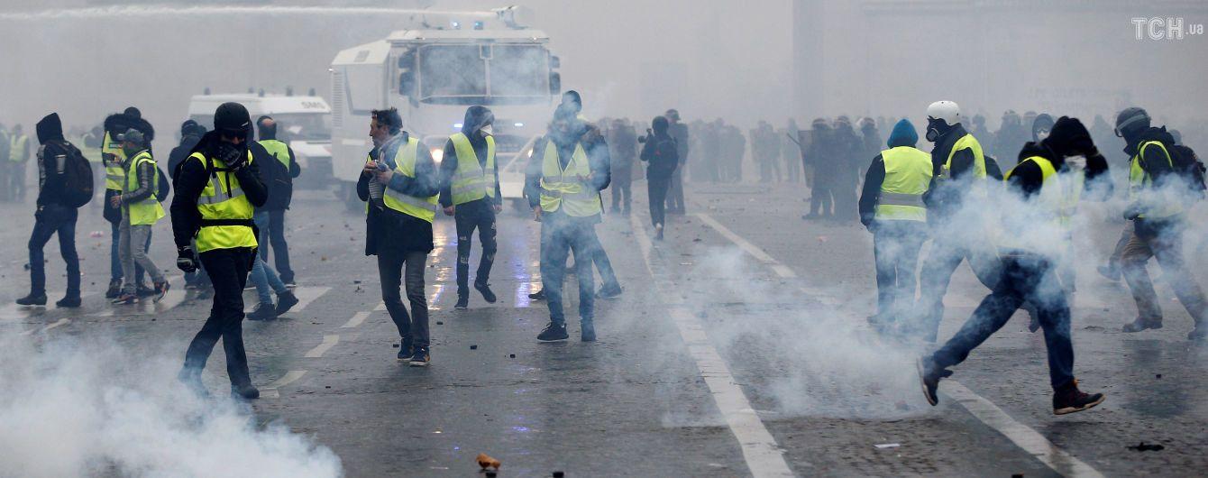 """Массовые беспорядки """"желтых жилетов"""": в Париже на выходные закроют Лувр и Эйфелеву башню"""