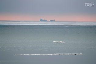 МінТОТ: Скупчення кораблів біля заблокованої РФ Керченської протоки спричинило серйозні аварії