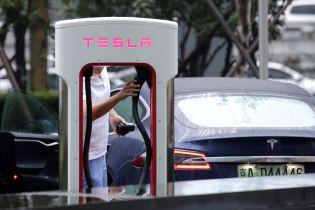 """""""Tesla – кришка до труни Путіна"""". Як українці реагують на появу зарядних станцій для електрокарів"""