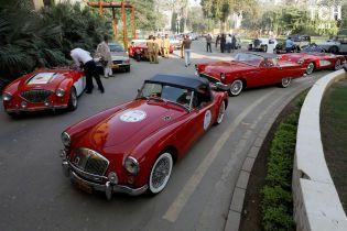 В Пакистане устроили масштабную гонку ретроавтомобилей
