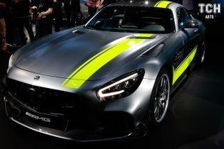 Автосалон в Лос-Анджелесе 2018: Mercedes-AMG создал гоночную версию GT R
