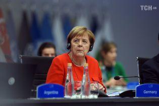 """Меркель на зустрічі з Путіним висловила """"стурбованість"""" загостренням ситуації в Азовському морі"""