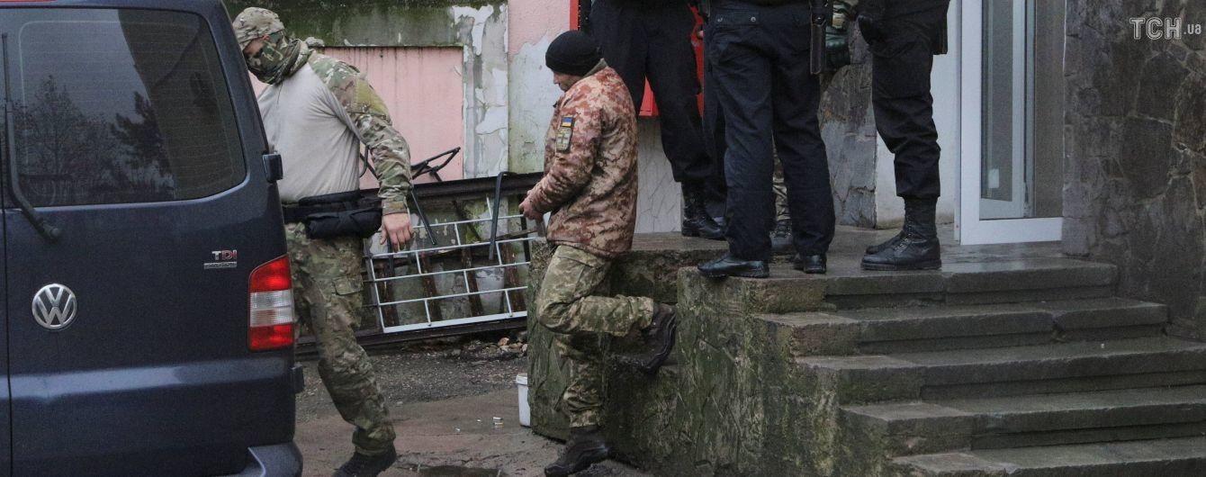 В одній камері з міністром: адвокат розповів про умови утримання полоненого 20-річного українського моряка