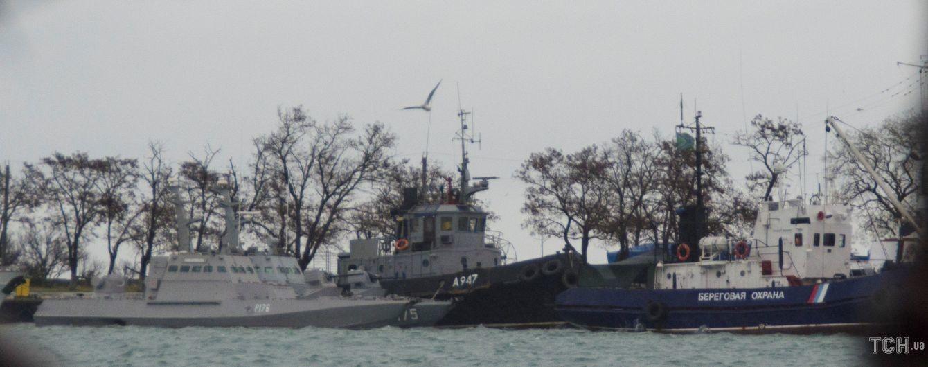 Президент Франции и премьер Канады призвали Путина освободить захваченных украинских моряков